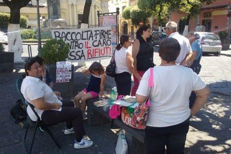 Acerra, protesta continua contro il caro rifiuti: i comitati non cedono