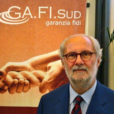 SCRIPTA MANENT / MASSIMO LO CICERO: A Napoli la società debole collude con chi ha in mano il potere di distribuire risorse
