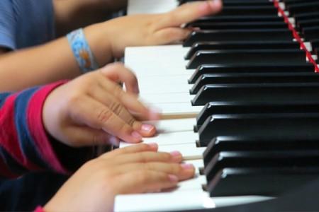 La musica non ha età: da 0 a 90 anni c'è sempre tempo per imparare. Ecco perchè