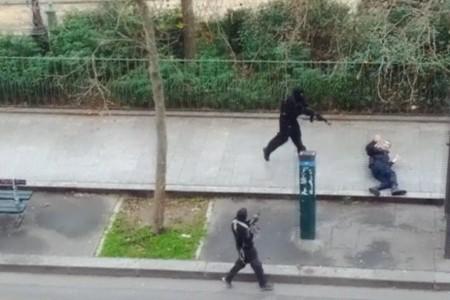 """LE NOTIZIE DEL GIORNO. Il massacro di Parigi: """"Barbari, reagiremo"""" – Le minacce dell'Isis: ora tocca a Roma – Il Papa: non abbiamo paura, faremo il Giubileo"""