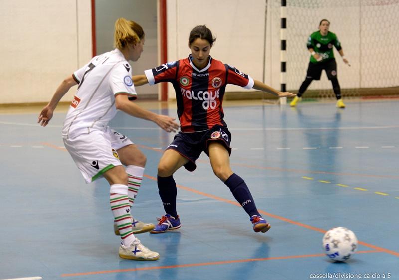 """Locri, minacce e intimidazioni: la squadra di calcio femminile si ritira dal campionato. Il Coni: """"Deve giocare"""""""