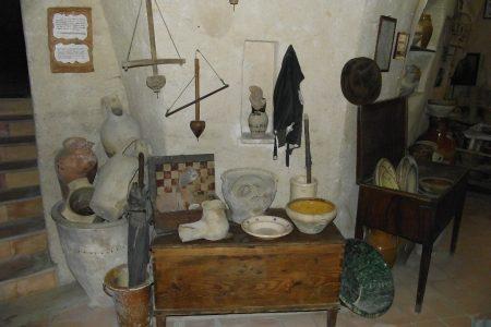 Le tradizioni del Sud, il conciapiatti al Museo di Matera