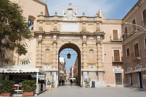 Le metamorfosi della Storia: da Porta di Mare a Porta Garibaldi, il monumento di Marsala