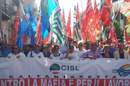 """""""Gela non si tocca"""", migliaia in piazza per difendere il lavoro"""