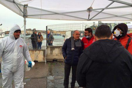 """Storie di solidarietà: i migranti adottati da Napoli. """"Servono medicine contro la scabbia e medici"""""""