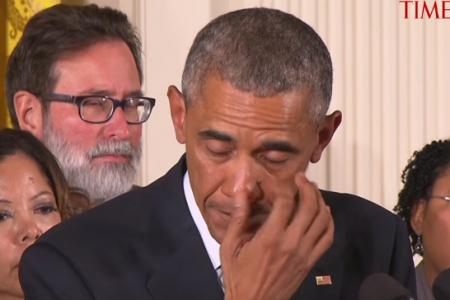 Le lacrime di Obama mentre parla dei bambini uccisi nel Connecticut