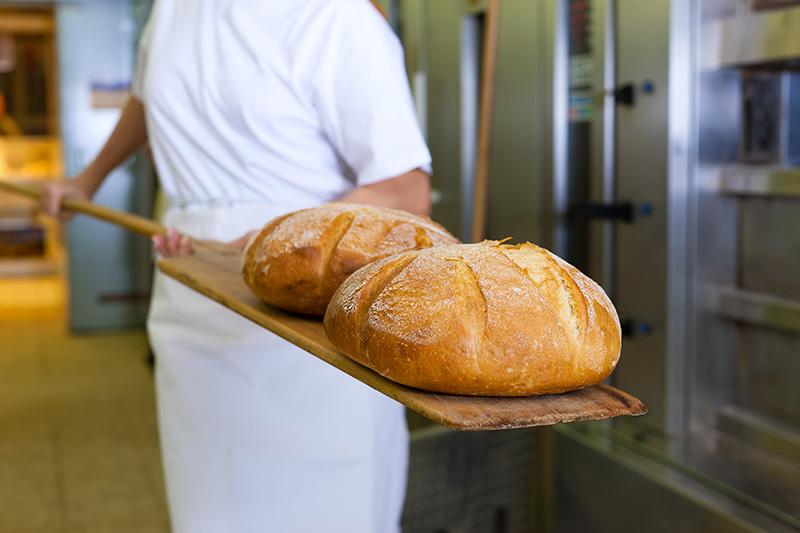 La truffa del pane colorato, denunciati dodici produttori