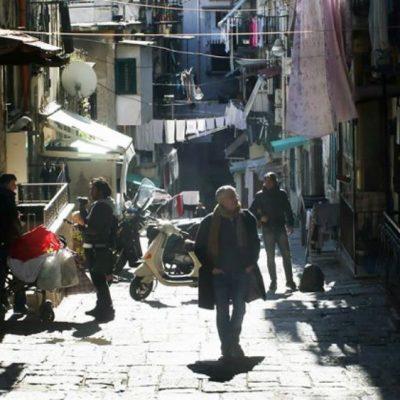 SCRIPTA MANENT / PIETRO TRECCAGNOLI: il ventre grigio di Napoli che si rinuncia a capire
