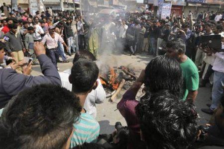 LE NOTIZIE DEL GIORNO. Strage di donne e bambini cristiani in Pakistan: oltre 69 morti – Bruxelles, scontri fra Polizia e neonazisti – Regeni, ora l'Egitto vuole collaborare