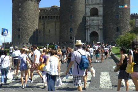 A Pasqua Napoli diventa la città delle sorprese