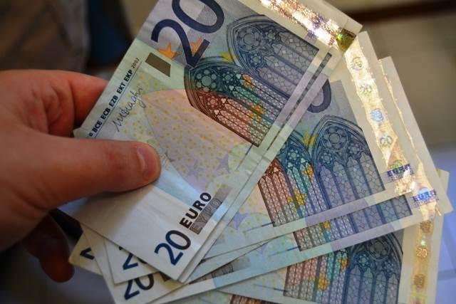 Cosenza, tre arresti: compravano con banconote false