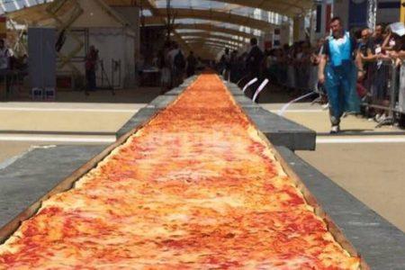 La pizza più lunga del mondo si fa a Napoli