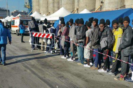 Migranti, fermati tre scafisti
