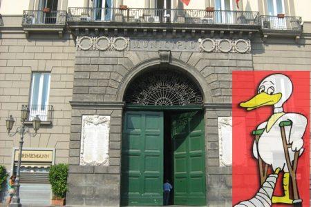 Amministrative, un'anatra zoppa si aggira per Napoli