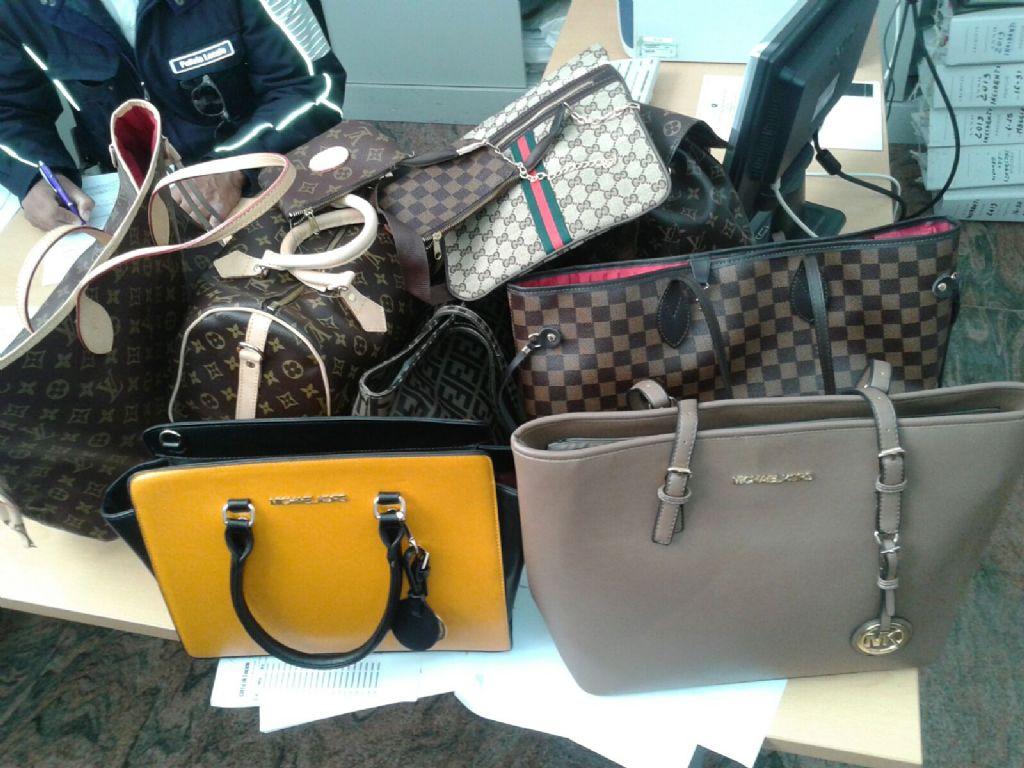 Blitz anti-contraffazione a Reggio Calabria: sequestrati 150mila capi di abbigliamento