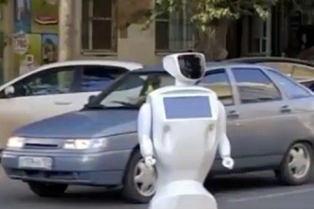 In Russia è scappato un robot e il traffico va in tilt: scopri come