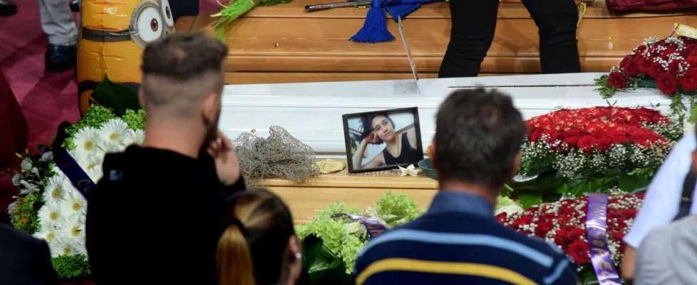 La strage dei pendolari, je accuse del Vescovo ai funerali: Il Sud trattato come periferia d'Italia