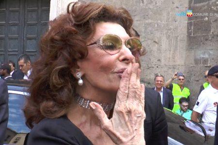 Tutti pazzi per Sophia Loren, cittadina onoraria di Napoli