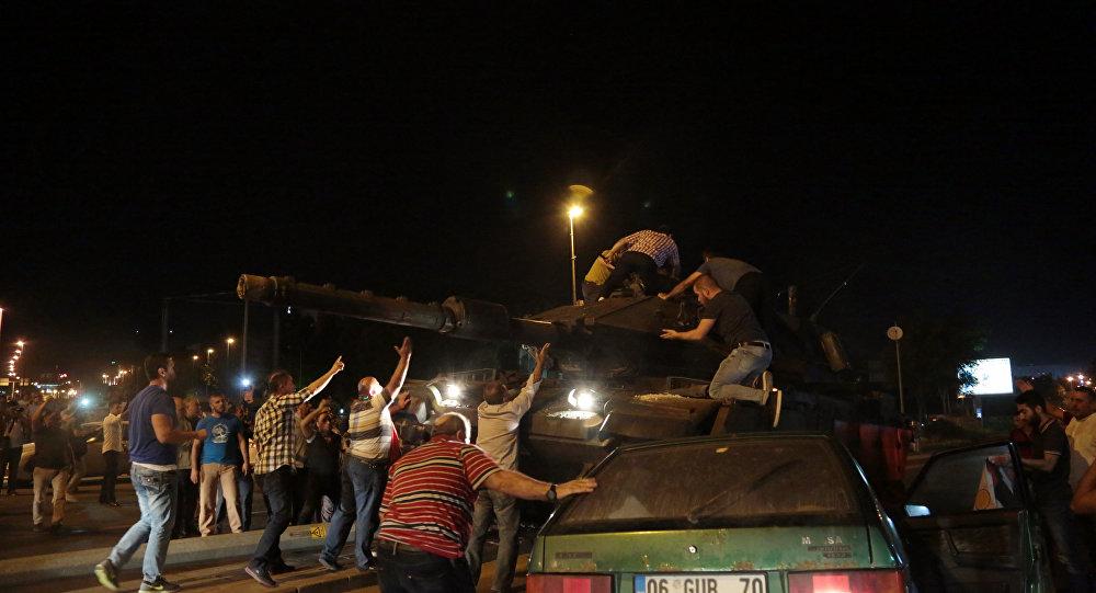 Le immagini del tentativo di colpo di Stato in Turchia