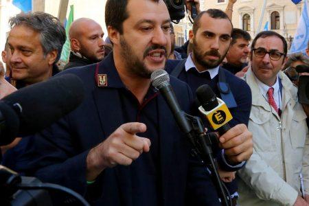 LE NOTIZIE DEL GIORNO. Salvini con la divisa dei poliziotti, scoppia la polemica – Svolta sulla Siria, raid russi dall'Iran