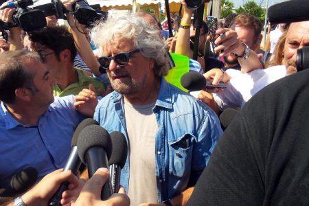 """Grillo si prende una pausa: """"Quasi quasi torno a fare l'attore…"""""""