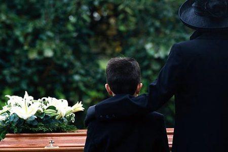 Il parroco che voleva i funerali pubblici per il presunto affiliato alla 'ndrangheta