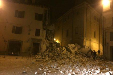 Le notizie del giorno. Terremoto, 6 miliardi per la ricostruzione – Referendum, Palazzo Chigi boccia l'ipotesi rinvio – Elezioni Usa, la rimonta di Trump
