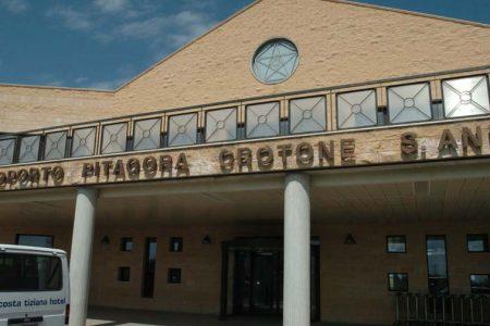La farsa della chiusura dell'aeroporto di Crotone