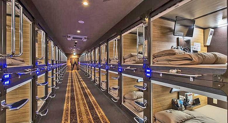 """Capsule """"bed and boarding"""" per dormire in aeroporto: Hanno le dovute autorizzazioni?"""