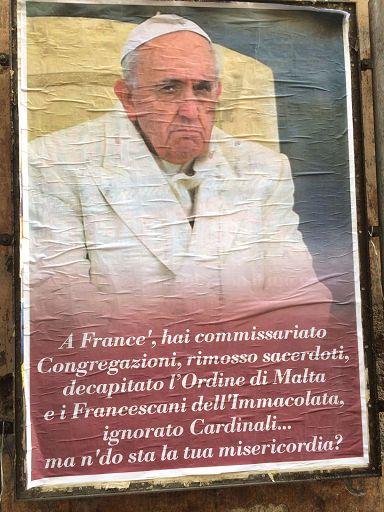 Manifesta contro il Papa nel centro di Roma