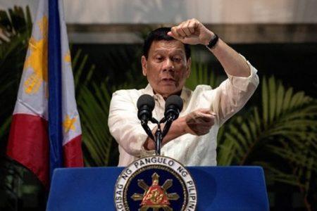 """Tutto il mondo è paese. Il presidente delle Filippine: """"Giornalisti figli di…"""""""