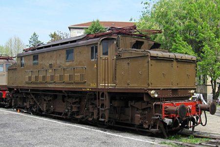 Signori in carrozza, alla Reggia si arriva con il treno storico