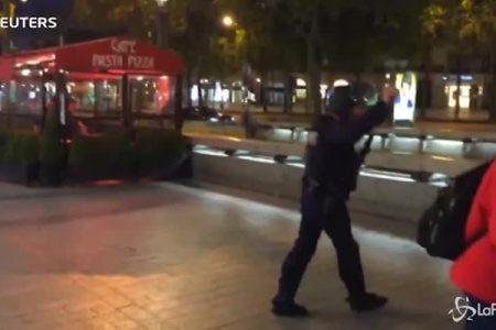 Terrorismo, Parigi di nuovo sotto attacco: terrore sugli Champs-Elysées