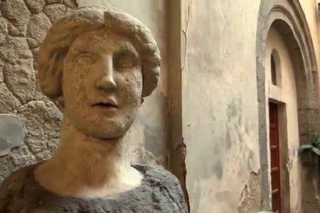 Sarri, De Magistris, De Laurentis e il pelonelluovismo dei napoletani senza comunità