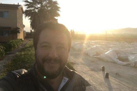 L'ultima di Salvini in Sicilia: dorme con gli immigrati di Mineo