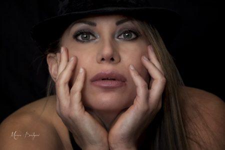 Marisol Vergana, modella e amante dello spettacolo di fuoco e cerchio aereo