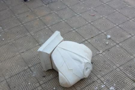 IL SUD CHE NON CI PIACE. Oltraggiata la statua di Falcone a Palermo