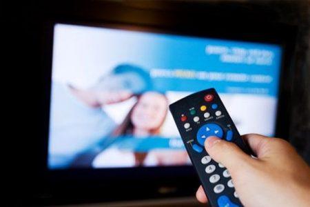 Tv, arriva una nuova rivoluzione: dovremo cambiare televisore o acquistare un decoder