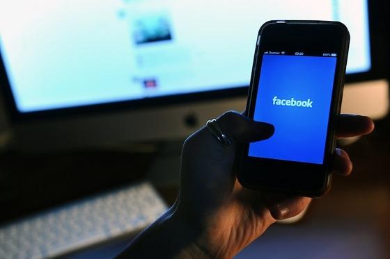 La contraffazione dei grandi marchi oggi viaggia su Facebook: la denuncia del digital blogger Livio Varriale