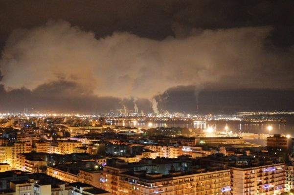 Ilva di Taranto, via libera all'immunità che salva lo stabilimento