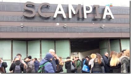 Ragazzi in piazza a Napoli contro le baby gang