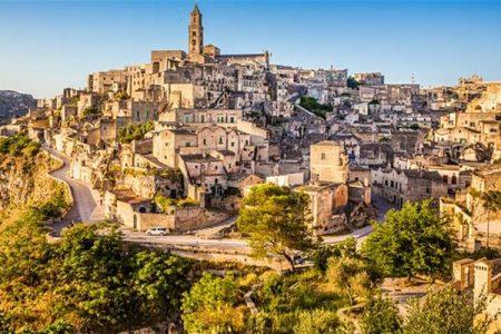 Matera, da vergogna a gloria: la città di pietra diventa un acquerello