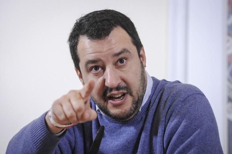 Salvini non ferma i clan: ancora sparatorie a Napoli. E' allarme criminalità