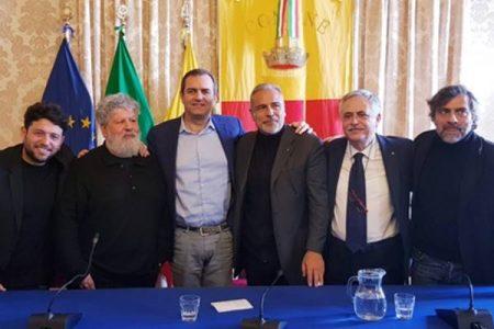 Ecco come Napoli festeggia Massimo Troisi