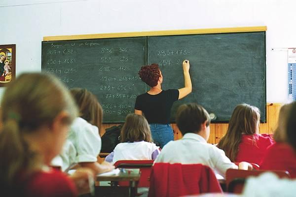 """L'ANALISI. La scuola-azienda e l'annosa """"quaestio"""" della didattica delle competenze"""