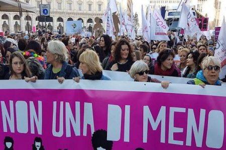 Oggi le donne in sciopero: niente lavoro o fornelli