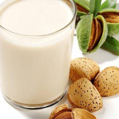 Ricette made in Sud: come si fa il latte di mandorla