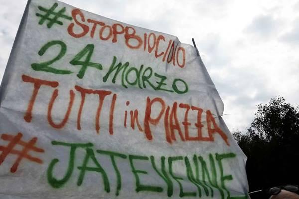 """""""Stop al biocidio"""", sacchetti contro la Regione"""
