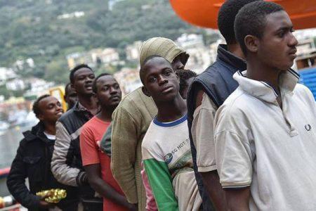 Ecco i migranti che lavorano gratis per il Comune