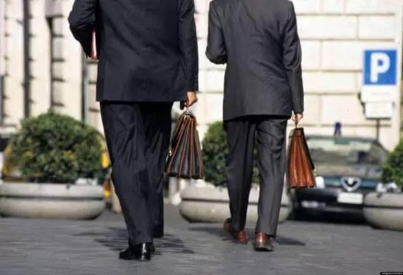 """Colf per """"portaborse"""", scandalo all'assemblea siciliana"""